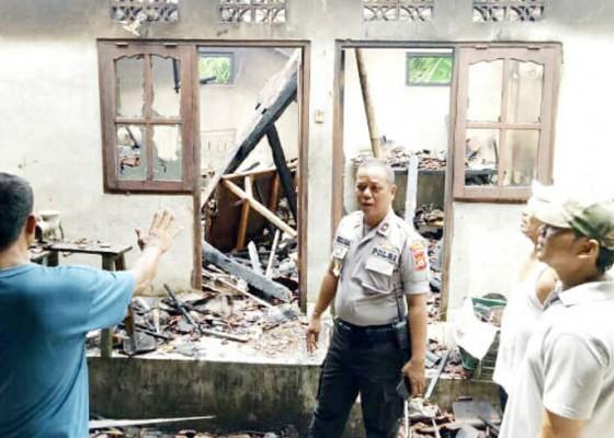 Nusabali.com - gudang-berisi-perkakas-dapur-ludes-terbakar-kerugian-rp-100-juta