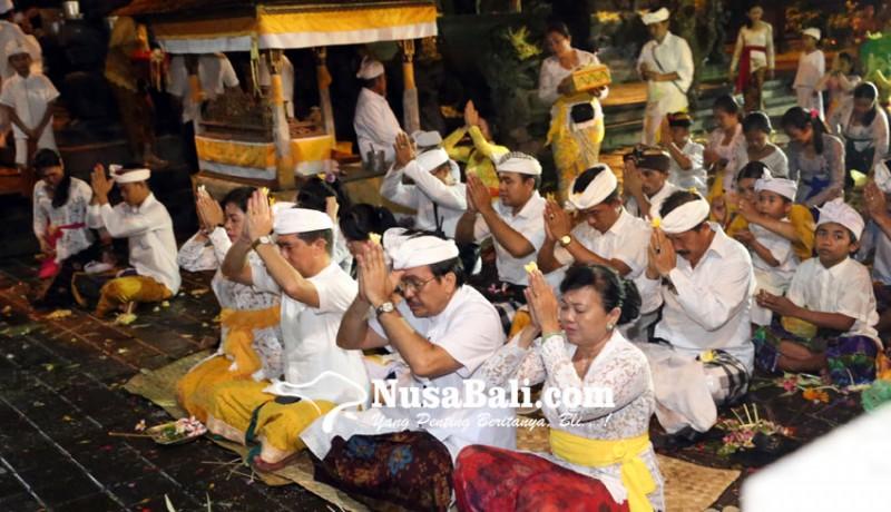 www.nusabali.com-malam-siwaratri-terpusat-di-goa-lawah