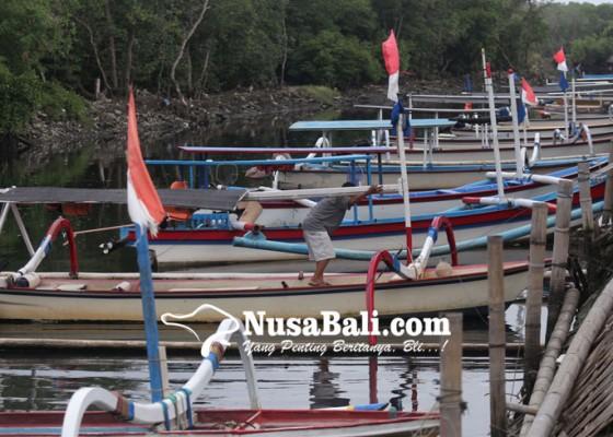 Nusabali.com - nostalgia-jukung-menuju-pura-sakenan-nihil-penumpang