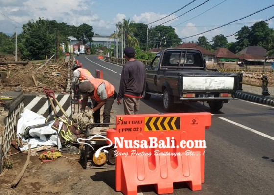 Nusabali.com - jembatan-biluk-poh-mulai-diperbaiki