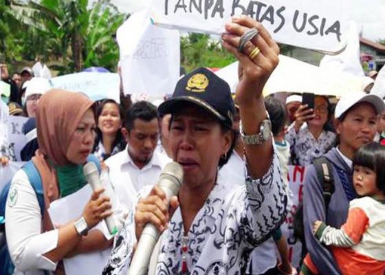 Nusabali.com - ribuan-pegawai-honorer-di-simalungun-diberhentikan