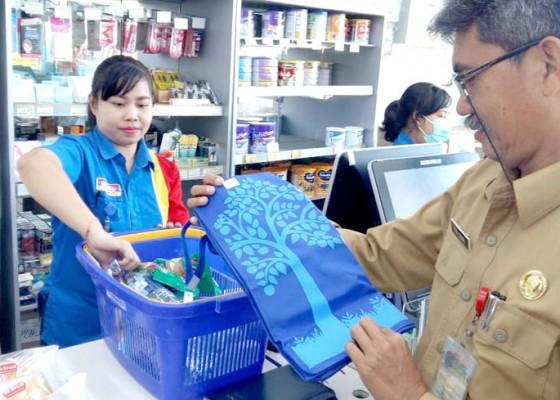 Nusabali.com - toko-modern-di-tabanan-mulai-stop-gunakan-kantong-plastik