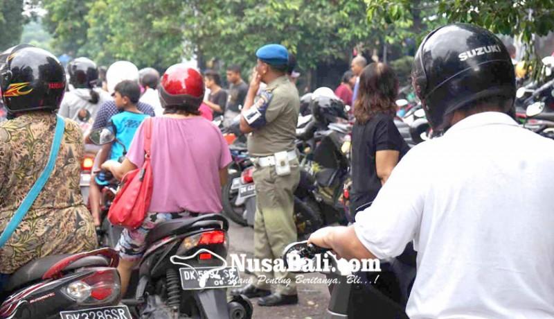 www.nusabali.com-jalan-kesatrian-semrawut