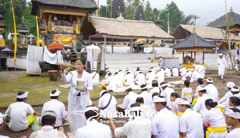 www.nusabali.com-tiga-bulanan-di-pura-penataran-agung-nangka