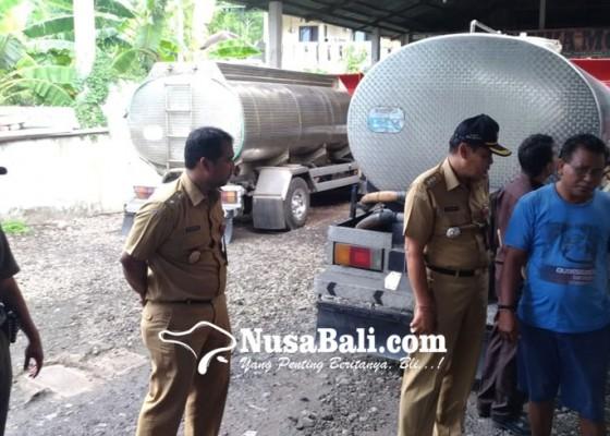 Nusabali.com - camat-kutsel-segel-usaha-penyedia-air-bersih