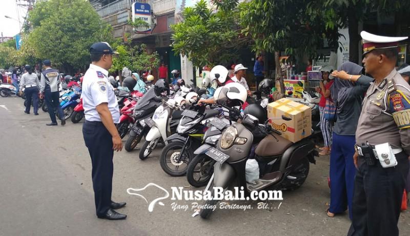 www.nusabali.com-perhubungan-gencarkan-penertiban-parkir-di-pasar-umum-negara
