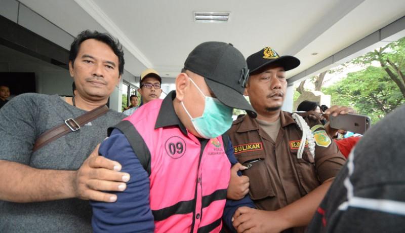 www.nusabali.com-mantan-ketua-dprd-surabaya-ditangkap