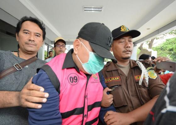 Nusabali.com - mantan-ketua-dprd-surabaya-ditangkap