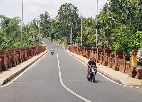Nusabali.com - jembatan-blahkiuh-ayunan-sudah-bisa-dilalui-kendaraan