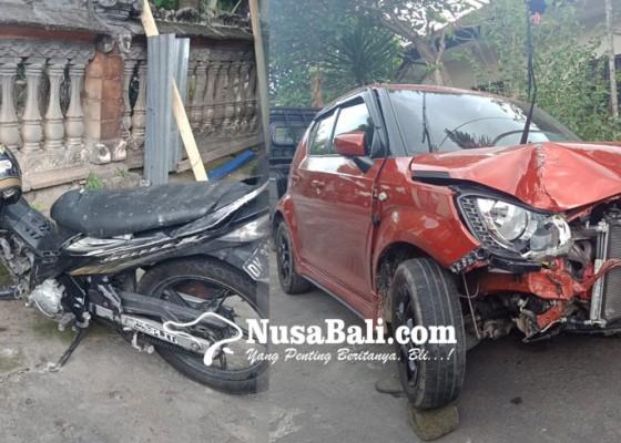 Nusabali.com - motor-vs-mobil-adu-jangkrik