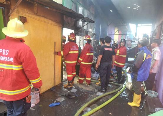 Nusabali.com - diduga-korsleting-listrik-rumah-dan-ruko-ludes-terbakar