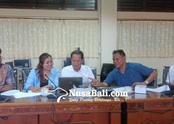 Nusabali.com - rapat-fraksi-golkar-diboikot-gunawan