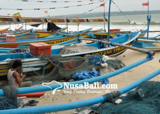 Nusabali.com - gelombang-tinggi-bmkg-imbau-nelayan-waspada