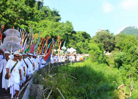 Nusabali.com - 10000-pamedek-padati-jalur-melasti-segara-kertih