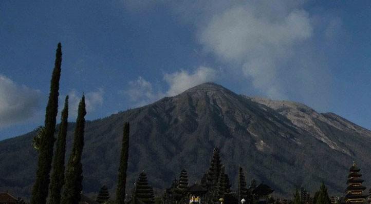 www.nusabali.com-buleleng-terpapar-abu-erupsi-gunung-agung