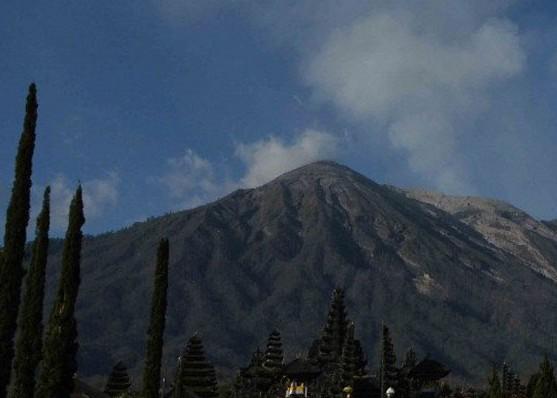 Nusabali.com - buleleng-terpapar-abu-erupsi-gunung-agung