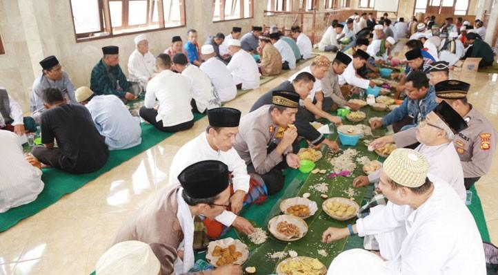 www.nusabali.com-kapolres-gelar-magibung-di-masjid-agung-bangli