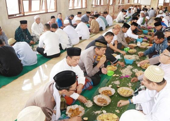 Nusabali.com - kapolres-gelar-magibung-di-masjid-agung-bangli