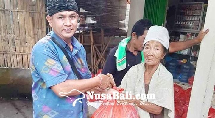 www.nusabali.com-perbekel-tianyar-tengah-bagikan-sembako