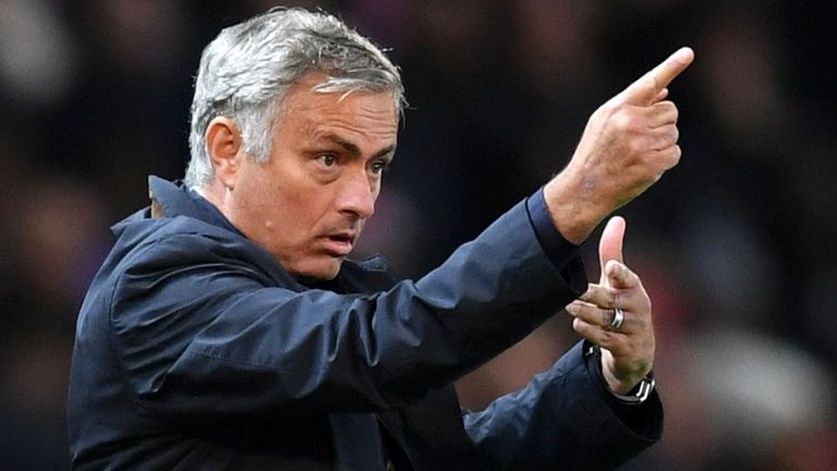 www.nusabali.com-mourinho-resmi-terima-pesangon-mu