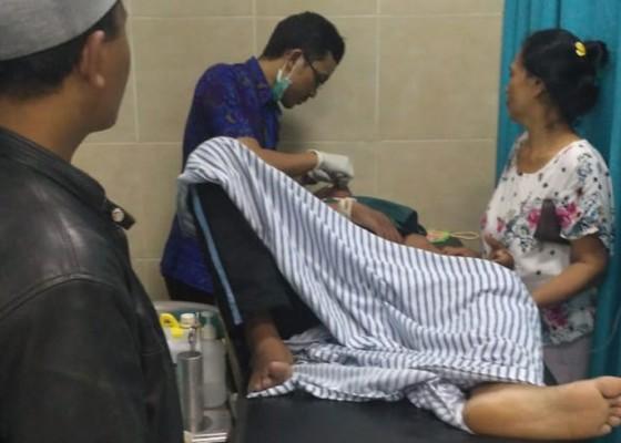 Nusabali.com - jukir-jatuh-dari-lantai-ii-pasar-semarapura