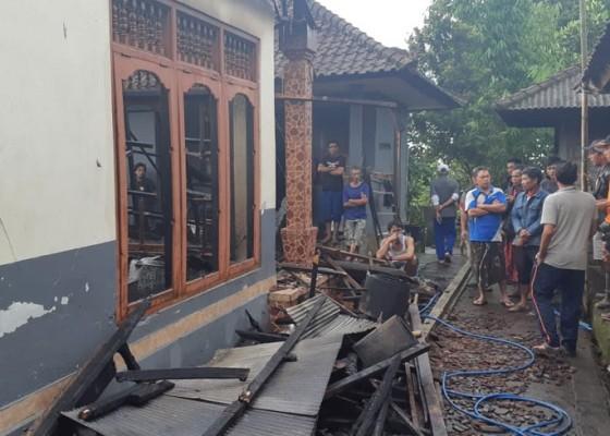 Nusabali.com - diduga-korsleting-listrik-rumah-ludes-terbakar