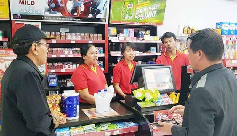 www.nusabali.com-sidak-bupati-suwirta-tutup-minimarket