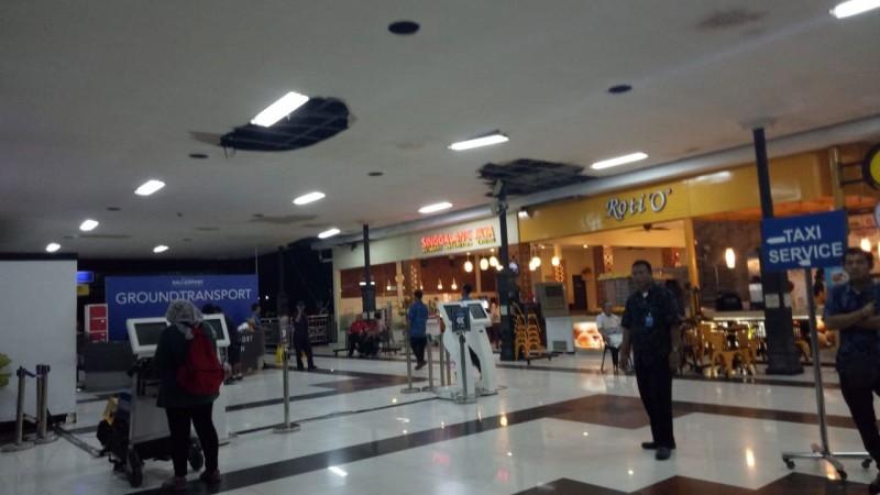 www.nusabali.com-atap-terminal-domestik-bandara-ngurah-rai-bocor