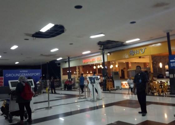 Nusabali.com - atap-terminal-domestik-bandara-ngurah-rai-bocor