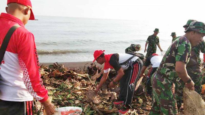 www.nusabali.com-gerakan-kedas-sampah-plastik-digelar-di-pura-lempuyang