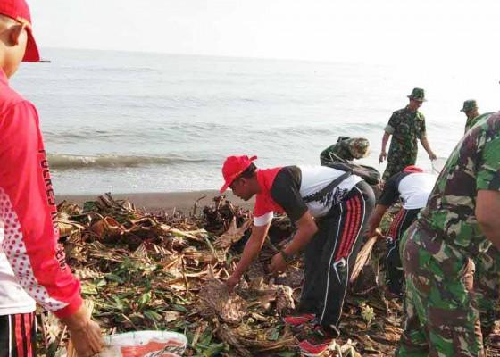 Nusabali.com - gerakan-kedas-sampah-plastik-digelar-di-pura-lempuyang