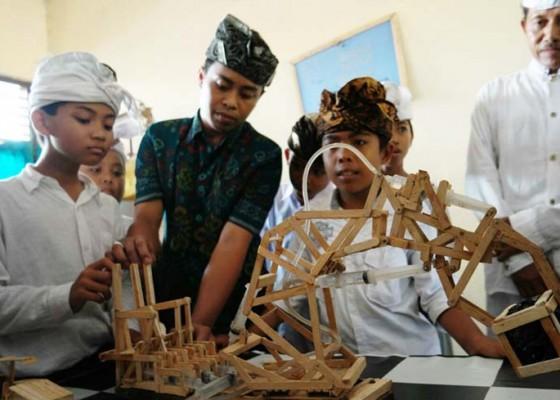 Nusabali.com - ciptakan-robot-dari-bekas-stik-es-krim