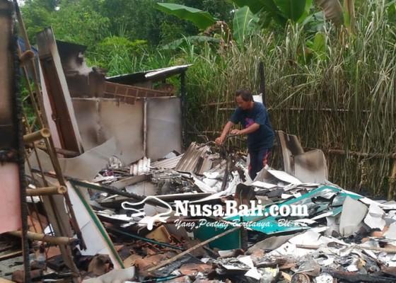 Nusabali.com - disambar-petir-rumah-dan-motor-terbakar