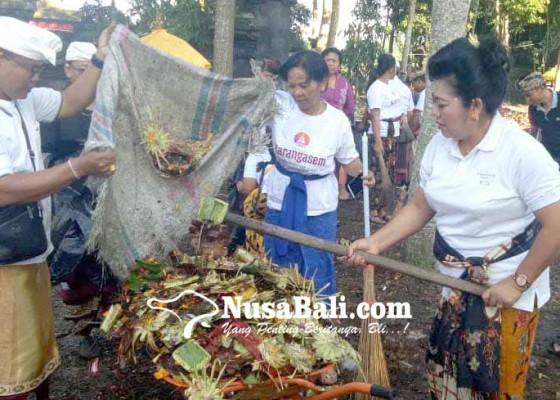 Nusabali.com - bupati-pimpin-bersih-sampah-di-pura-dalem-puri-besakih