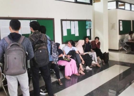 Nusabali.com - mahasiswa-payung-mahasiswa-puyung