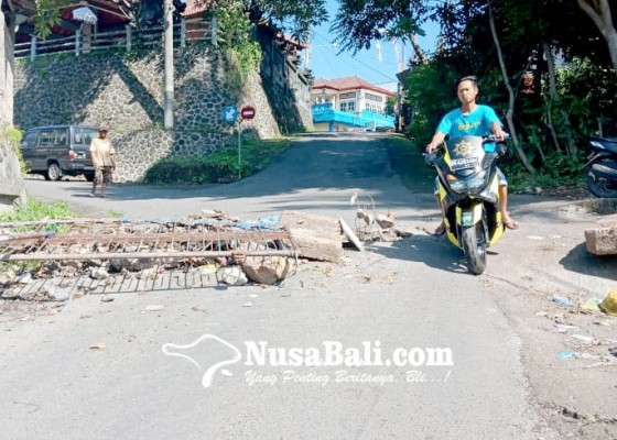 Nusabali.com - ruas-jalan-bontihing-pakisan-jebol