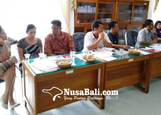 Nusabali.com - dinonjobkan-pegawai-perusda-jembrana-mengadu-ke-dewan