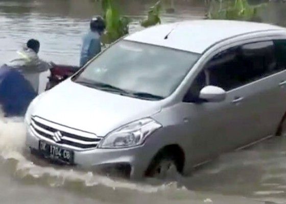 Nusabali.com - diguyur-hujan-kawasan-seminyak-banjir