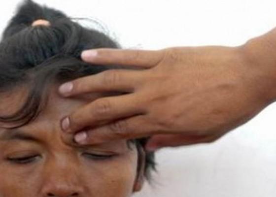 Nusabali.com - jkn-kbs-akan-jamin-pengobatan-tradisional