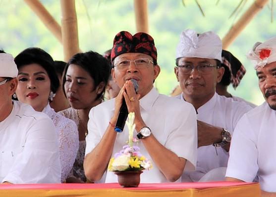 Nusabali.com - gubernur-koster-ajak-masyarakat-dukung-program-nangun-sat-kethi-loka-bali
