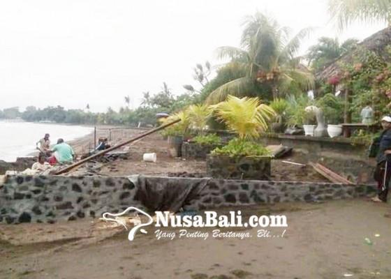 Nusabali.com - senderan-villa-caplok-sepadan-pantai-kaliasem
