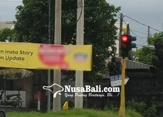 Nusabali.com - baliho-reklame-rusak-traffic-light