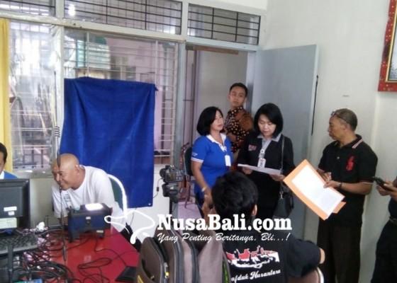 Nusabali.com - 25-warga-binaan-rutan-lakukan-perekaman-e-ktp
