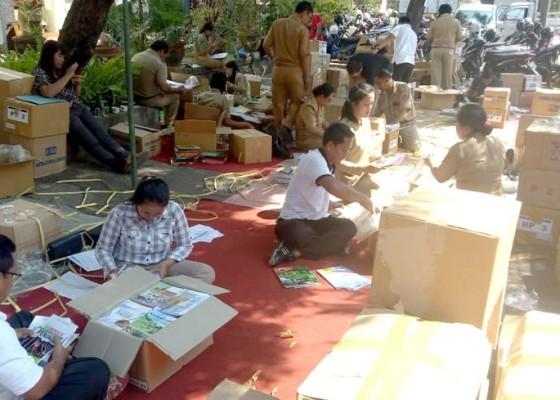 Nusabali.com - 149-sd-di-buleleng-digelontor-buku
