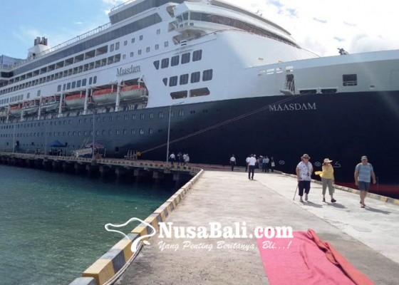 Nusabali.com - kapal-pesiar-ms-maasdam-sandar-di-celukan-bawang