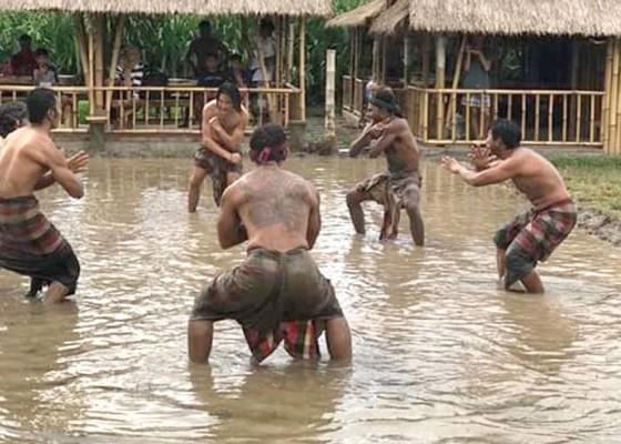Nusabali.com - desa-wisata-bakas-garap-atraksi-mepantigan