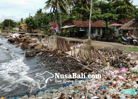 Nusabali.com - abrasi-di-pebuahan-jadi-tempat-sampah