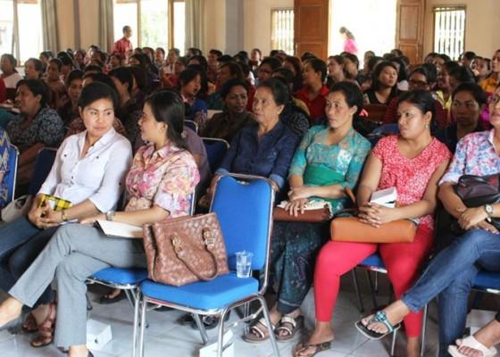Nusabali.com - disnakertrans-latih-244-calon-naker-perempuan