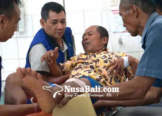 Nusabali.com - berupaya-selamatkan-jukungnya-dua-nelayan-patah-tulang
