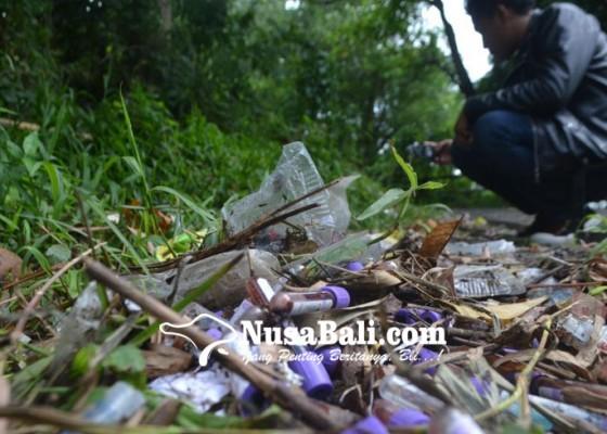 Nusabali.com - sampah-medis-berserakan-di-tps-desa-kekeran